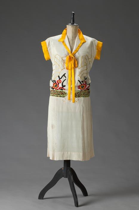 Šaty s krátkými rukávy a pestrým vrškem