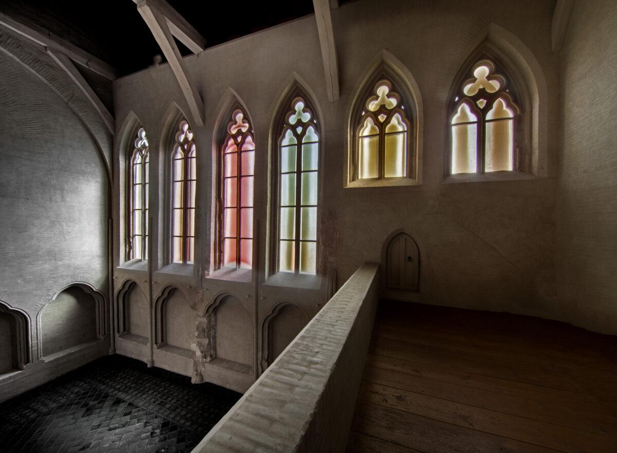 Barevná okna v kostele