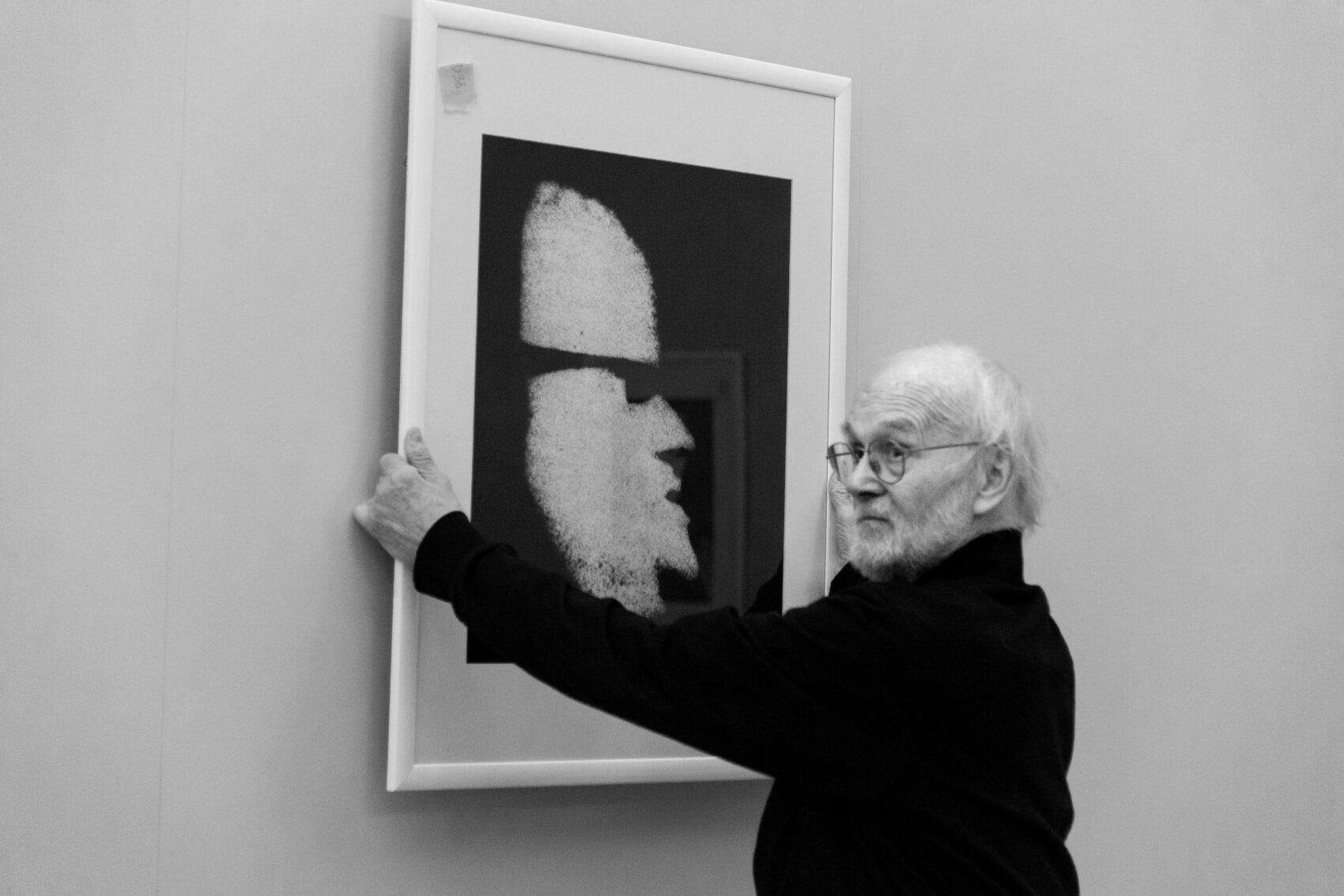 Josef Koudelka při přípravě výstavy Koudelka Návraty v roce 2018 v UPM