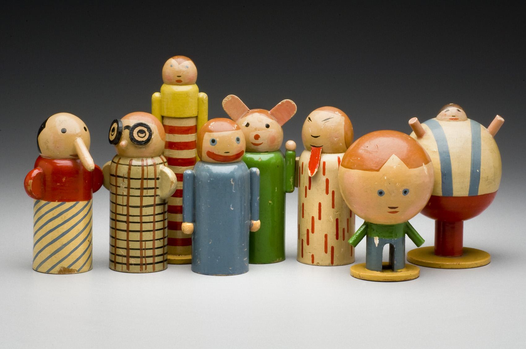 Osm stylizovaných barevných figurek