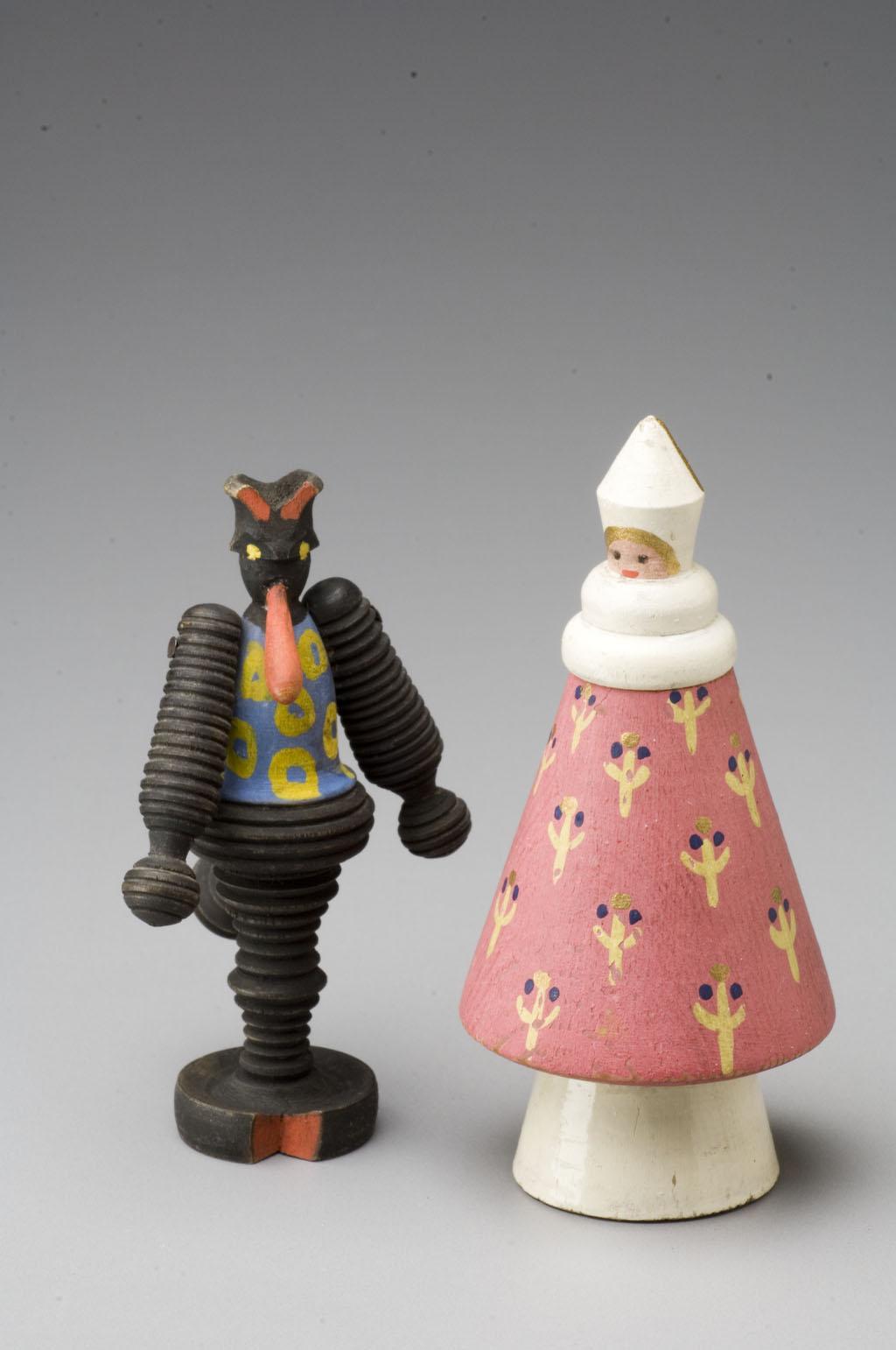 Dřevěné stylizované figurky čerta a Mikuláše