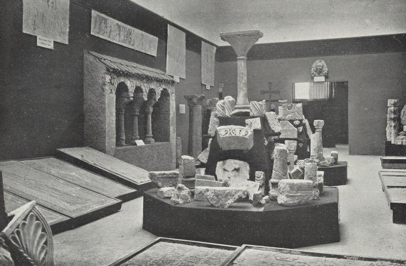 Pohled do historické výstavy kamenných úlomků