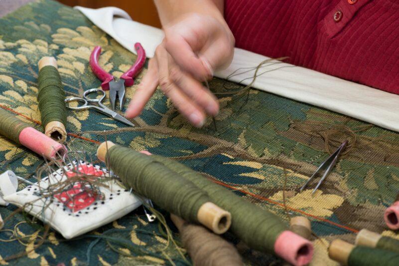 Restaurování a konzervování textilu ze sbírky UPM