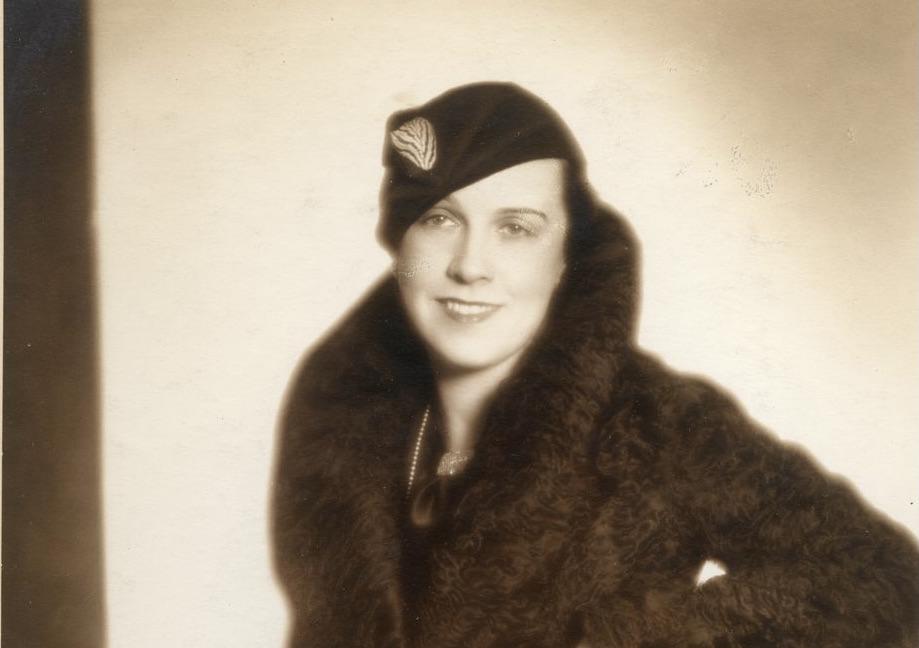 Elegantní žena v kožichu a kloboučku