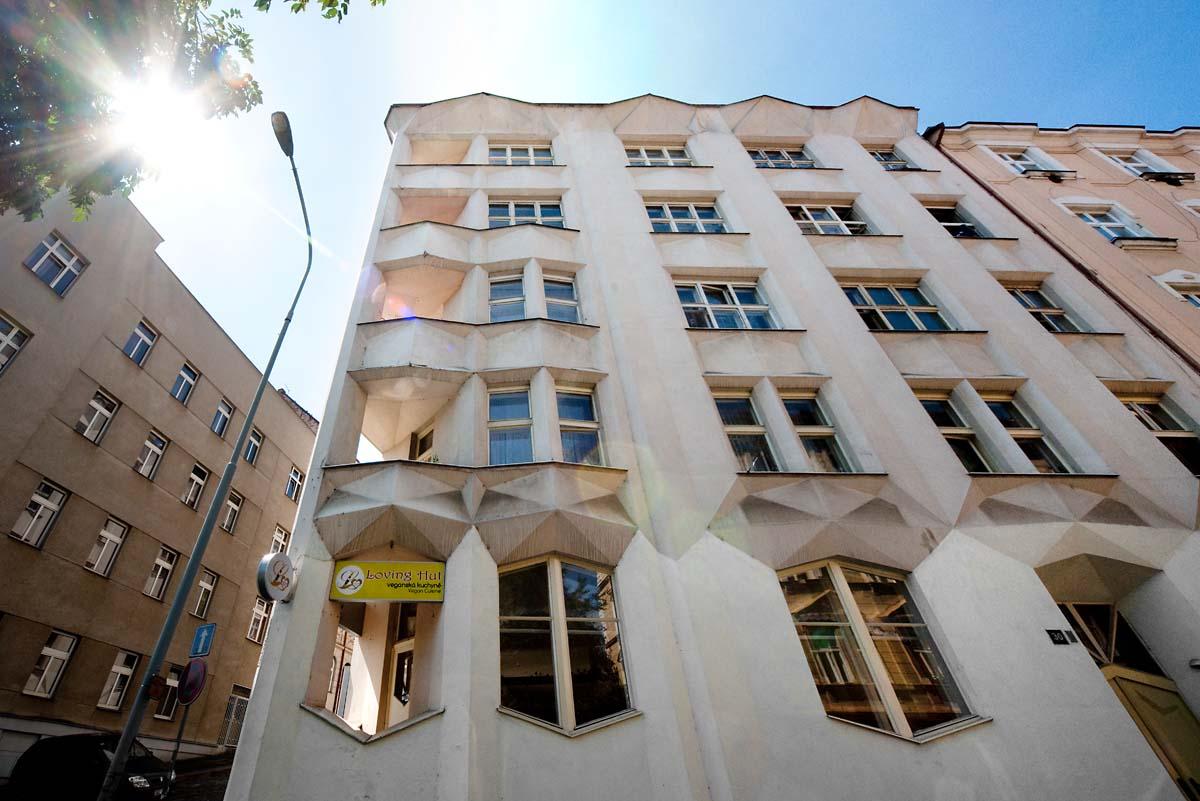 Kubistický nárožní dům