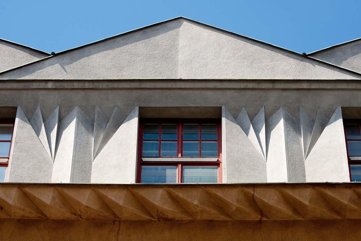 Detail kubistické mansardy